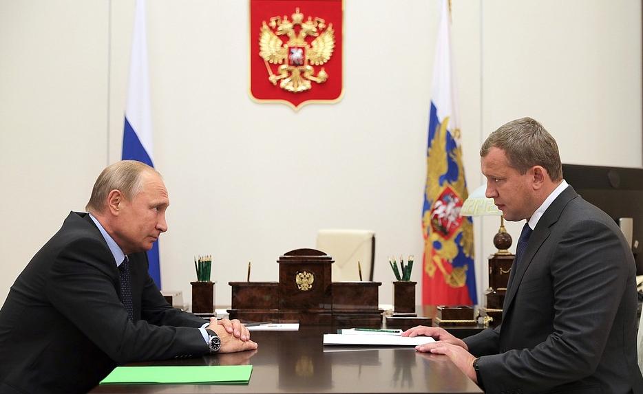 <p>Владимир Путин и Сергей Морозов. Фото © Кремль&nbsp;</p>