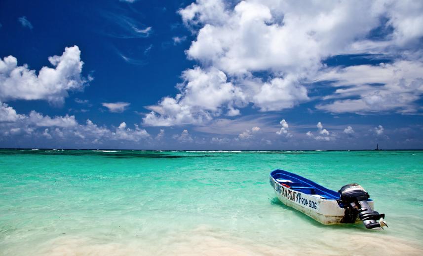 "<p>Побережье туристического района в Доминикане Пунта Кана. Фото © flickr / <a href=""https://www.flickr.com/photos/kucinski/7712758894/"" target=""_self""><strong>Ben Kucinski</strong></a></p>"