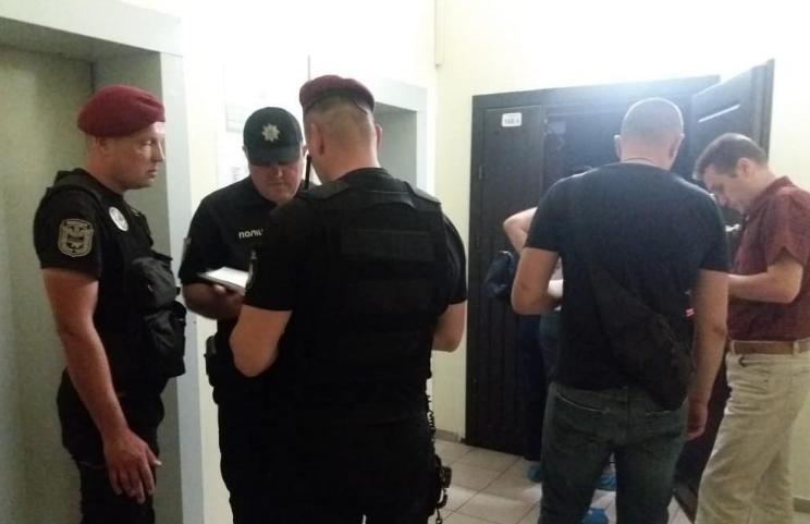"<p>Фото © <a href=""https://kyiv.npu.gov.ua/news/novini/u-dniprovskomu-rajoni-stoliczi-policziya-vstanovlyuje-obstavini-smerti-cholovika/"" target=""_self"">Отдел коммуникации полиции Киева</a></p>"