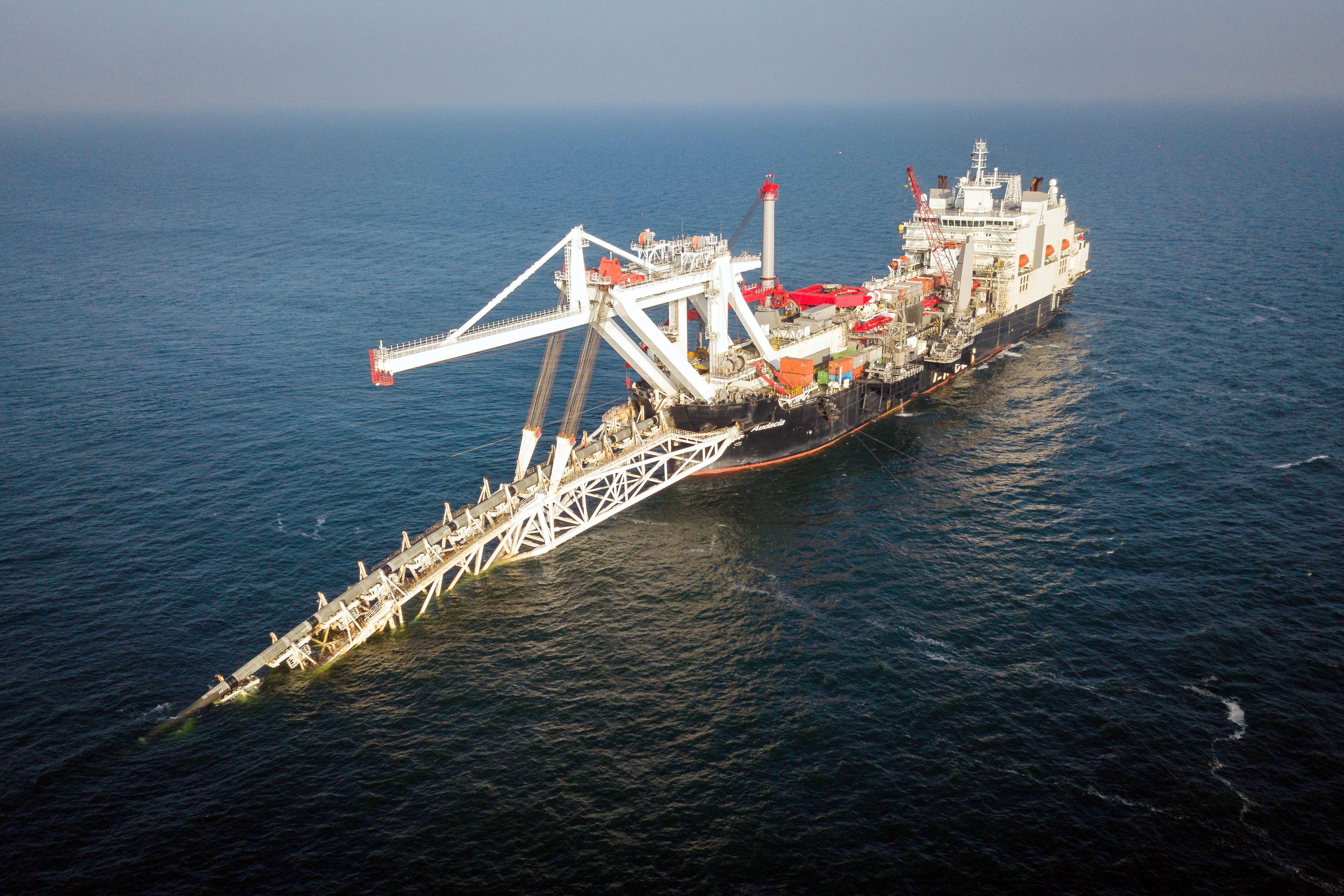 "<p>Укладка газопровода втерриториальных водах Германии. Фото © <a href=""http://www.gazprom.ru/projects/nord-stream2/"" target=""_self"">Официальный сайт ""Газпрома""</a></p>"