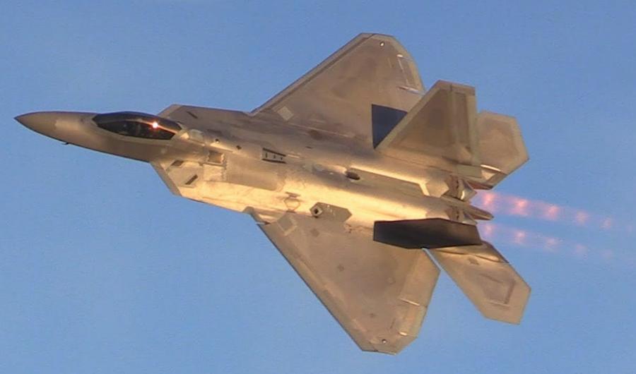 "<p>Истребитель F-22 Raptor. Фото © Twitter /<a href=""https://twitter.com/search?q=F-22&src=typd"" target=""_self""> Skies-of-Glory</a></p>"