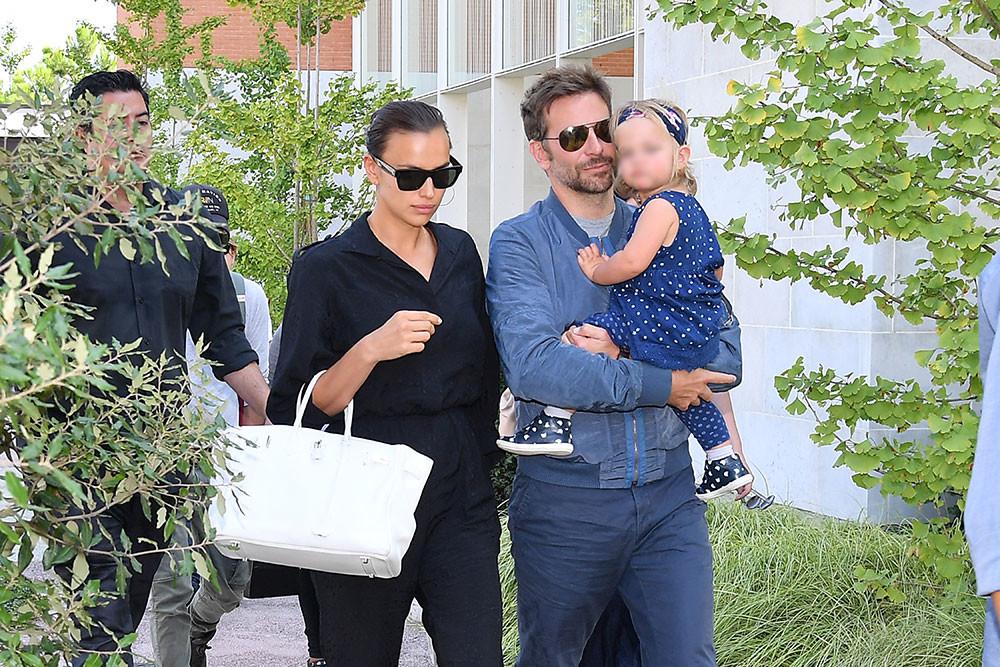 <p>Ирина Шейк и Брэдли Купер с дочерью. Фото © Photopix / GC Image</p>