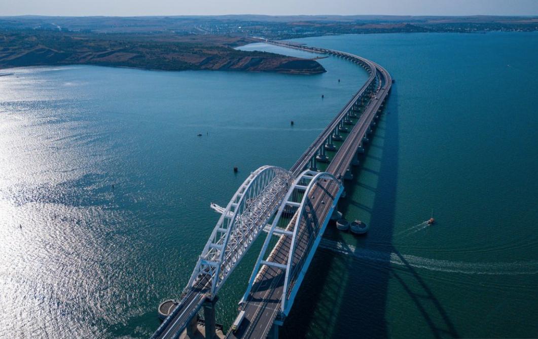 "<p>Фото © <a href=""https://www.most.life/multimedia/foto/"" target=""_self"">Инфоцентр ""Крымский мост""</a>.</p>"