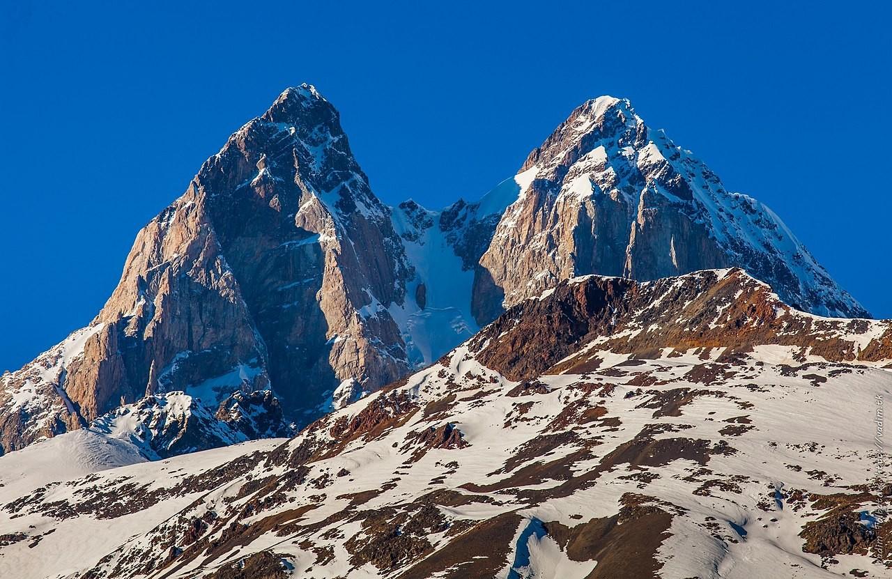 <p>Гора Ушба. Фото © Wikipedia</p>