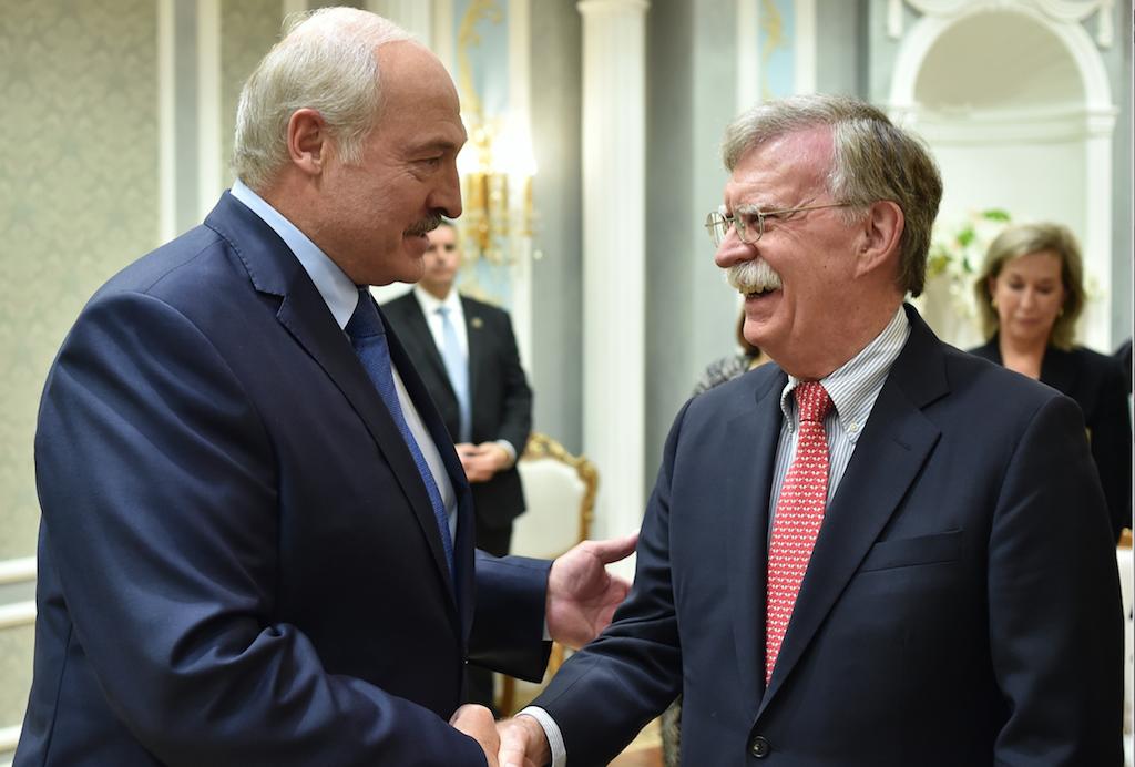 <p>Президент Белоруссии Александр Лукашенко и советник лидера США по национальной безопасности Джон Болтон. Фото © ТАСС / ЕРА / SERGEI GAPON /POOL</p>