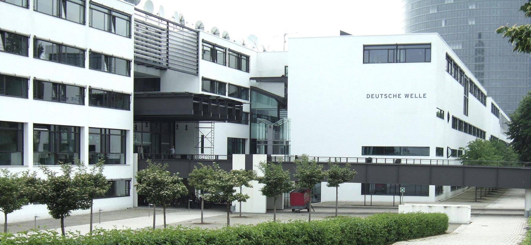 """<p>Фото © <a href=""""https://ru.wikipedia.org/wiki/Deutsche_Welle#/media/%D0%A4%D0%B0%D0%B9%D0%BB:Bonn_DeutscheWelle_Posttower.jpg"""" target=""""_self"""">Wikipedia</a></p>"""