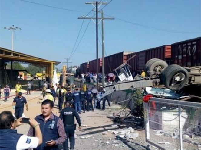 """<p>Фото ©<a href=""""https://www.excelsior.com.mx/nacional/terrible-choque-entre-ferrocarril-y-autobus-deja-al-menos-9-muertos/1341336"""" target=""""_self"""">Excelsior</a></p>"""