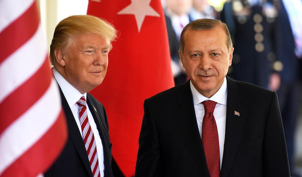 <p>Президенты США и Турции Дональд Трамп и Тайип Эрдоган. Фото © Yin Bogu / Zuma / TASS</p>