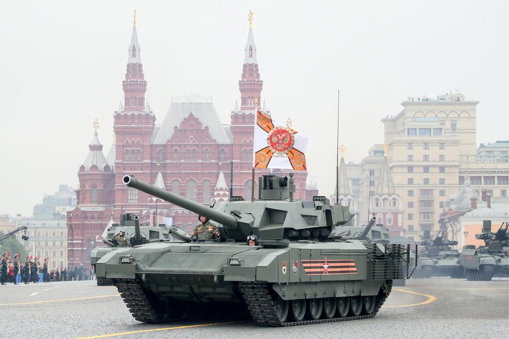 """<p>Танк Т-14 """"Армата"""" на Красной площади во время военного парада. Фото © ТАСС / Сергей Бобылев&nbsp;</p>"""