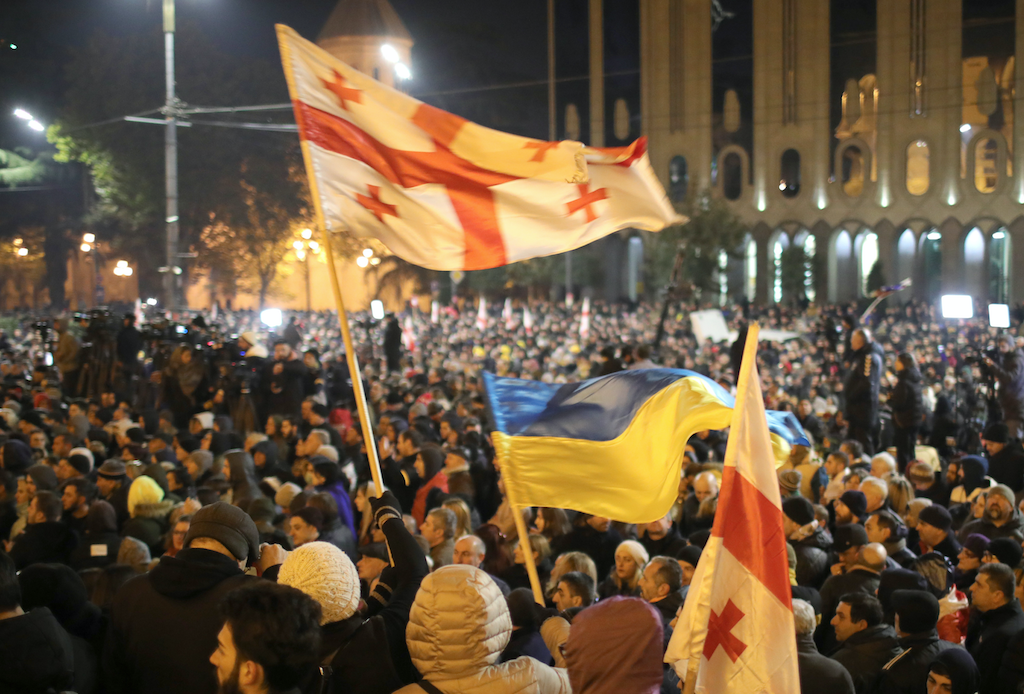 <p>Протесты в Тбилиси. Фото © Давид Мдзинаришвили / ТАСС</p>