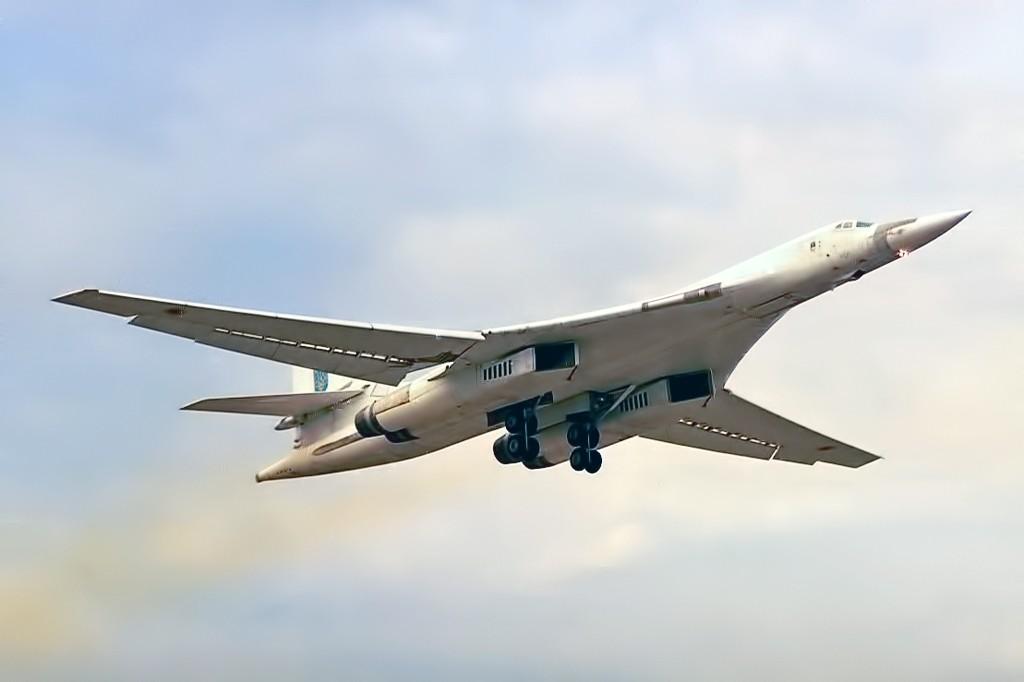 "<p>Фото © <a href=""https://ru.wikipedia.org/wiki/Ту-160#/media/Файл:Tupolev_Tu-160_in_1997.jpg"" target=""_self"">Wikipedia</a></p>"