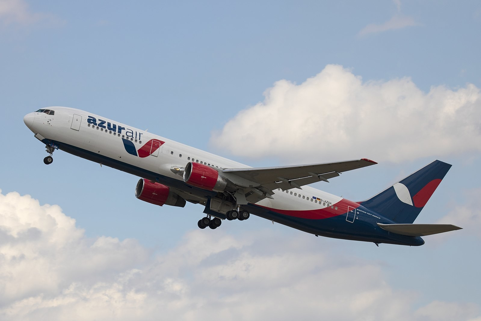 "<p>Фото © <a href=""https://commons.wikimedia.org/wiki/File:D-AZUA_Boeing_767-300ER_Azur_Air_Germany_DUS_2018-07-31_(12)_(42865209575).jpg"" target=""_self"">Wikipedia</a></p>"