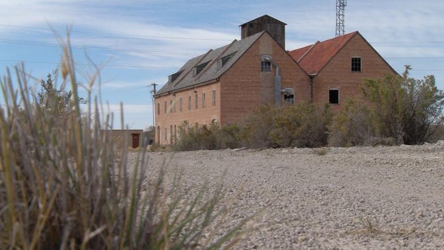 Уцелевшие здания на тестовом полигоне. Фото © KSL-TV