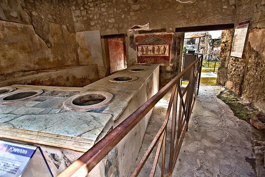 Древняя таверна в Помпеи. Фото © Barbara Ann Weibel