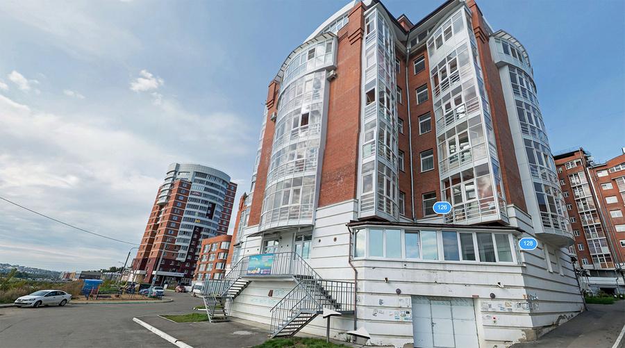 Дом на берегу Ангары, где купила квартиру Татьяна Таловикова. Фото © Яндекс.Карты
