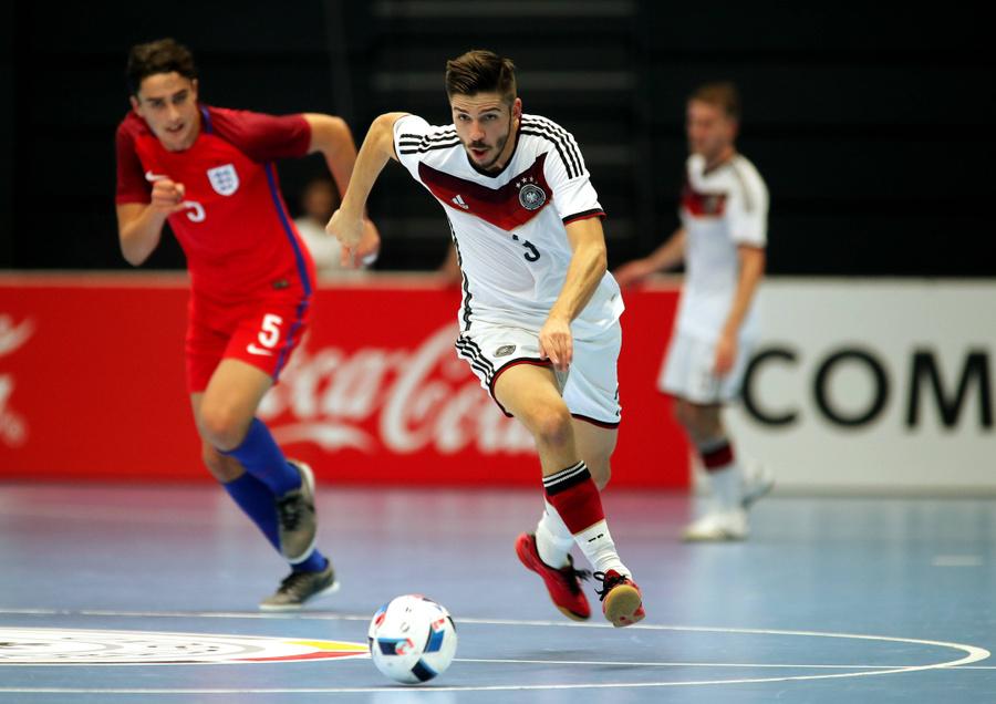 Килмен (слева) в матче за сборную Англии по мини-футболу. Фото © Imago / TASS