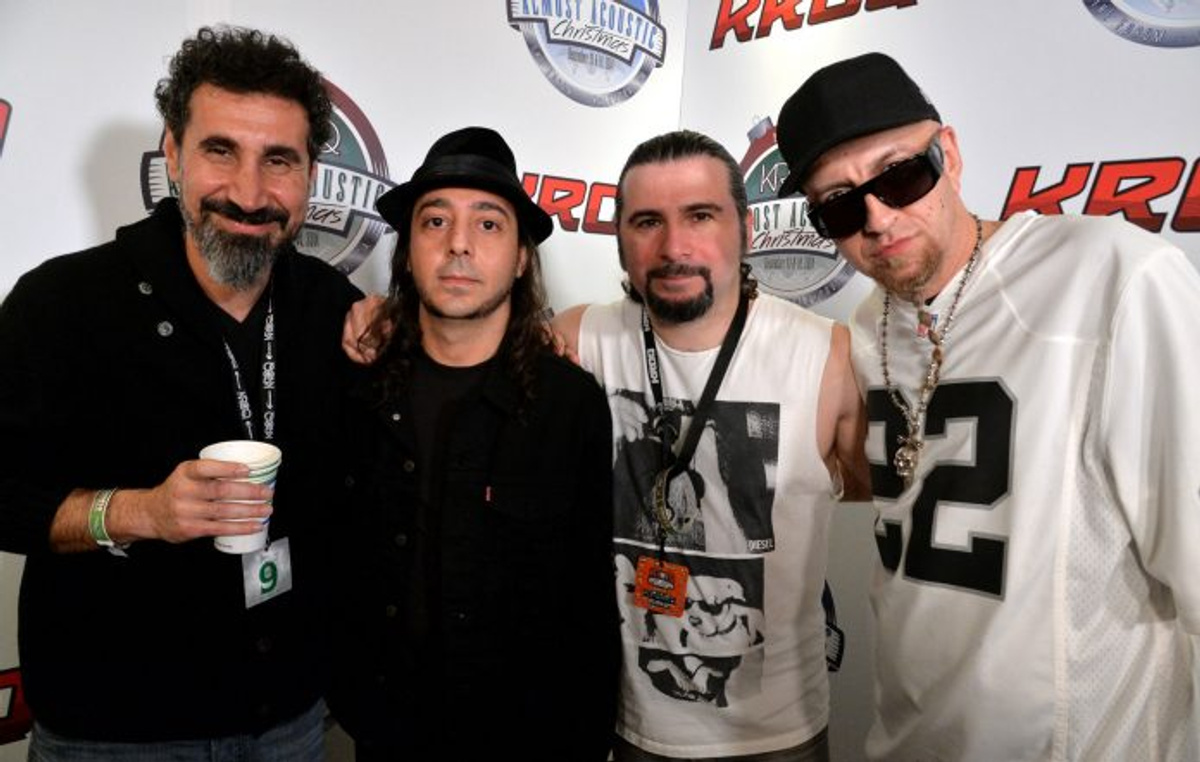 """<p>Группа System of a Down. Фото <strong style=""""font-weight: bold;"""">© </strong><a href=""""https://www.nme.com/news/music/system-of-a-down-raise-over-600000-in-donations-to-the-armenia-fund-2814944"""" target=""""_blank"""" rel=""""noopener noreferrer"""">nme.com</a></p>"""