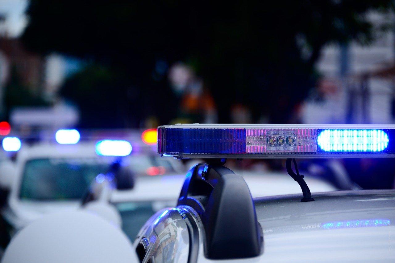Возлюбленная подростка, сбежавшего от полицейских через окно 17-го этажа, попросила не привлекать его к ответственности