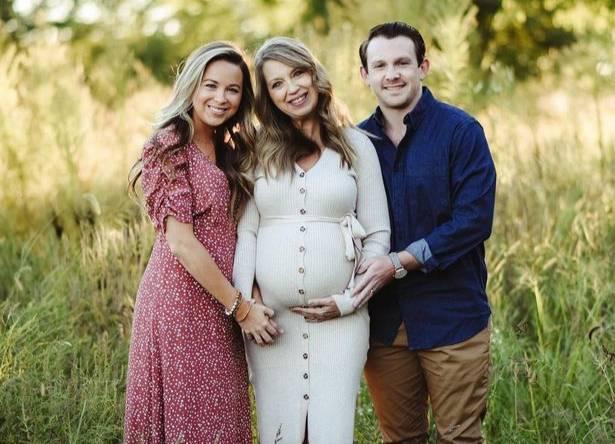 Бреанна, Джулия и Аарон (слева направо). Фото © Instagram / ivf.surrogacy.diary