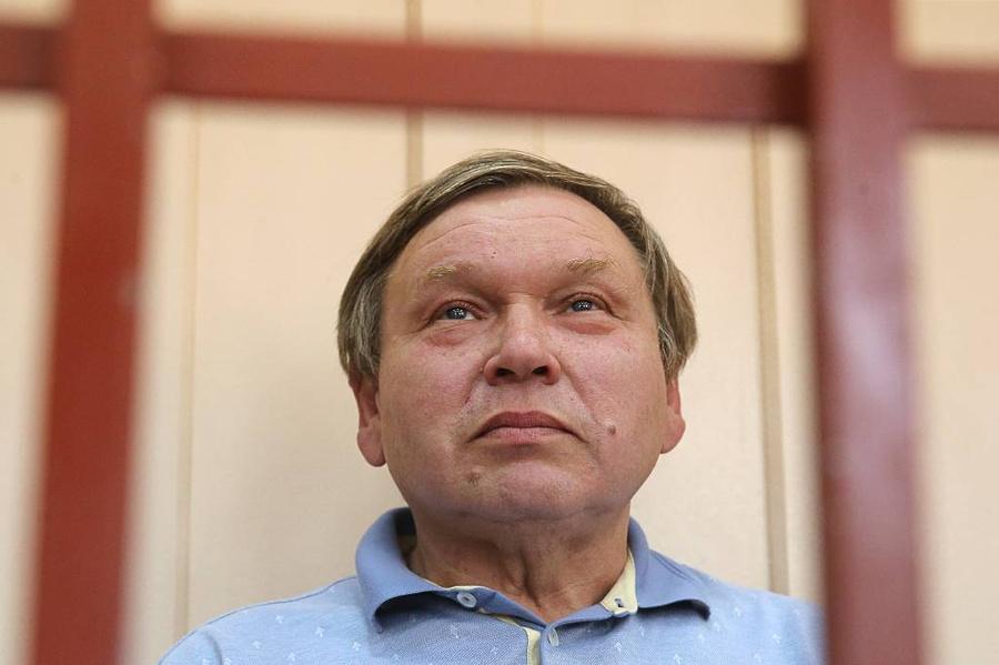 Павел Коньков, задержанный по подозрению в хищении бюджетных денежных средств. Фото © ТАСС / Владимир Гердо