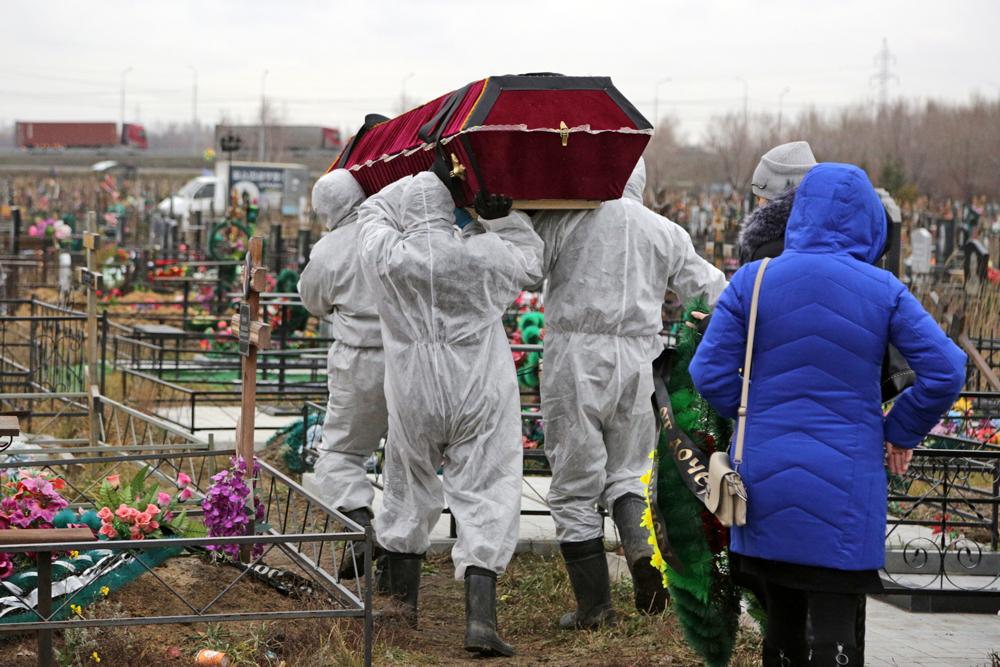 В России упростили правила похорон умерших от ковида. Регионы против