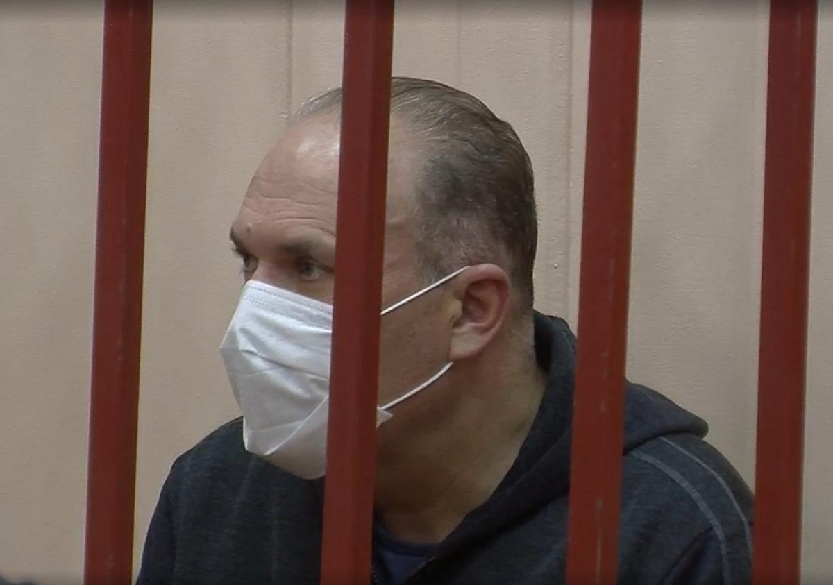 <p>Михаил Мень в ожидании меры пресечения. </p><p>Фото © Пресс-служба Басманного суда </p>