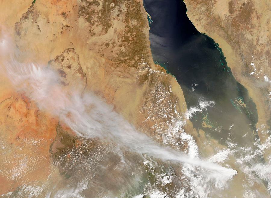 Извержение вулкана Набро из космоса, июнь 2011 года. Фото © Википедия