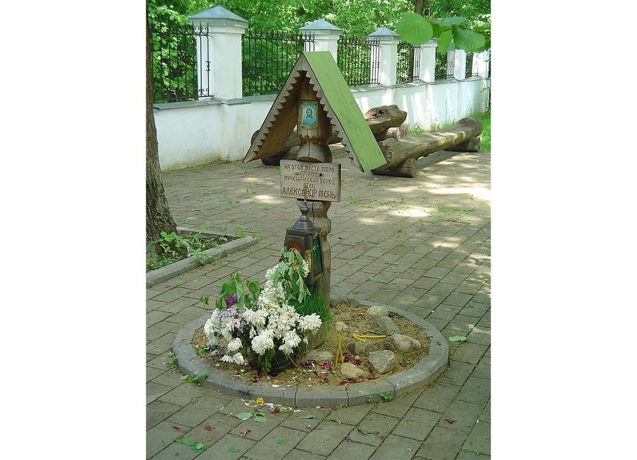 Крест на месте убийства в Семхозе. Фото © wikipedia