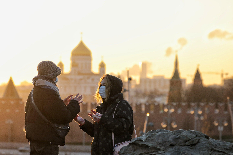 В Роспотребнадзоре назвали условие для снятия масочного режима в России