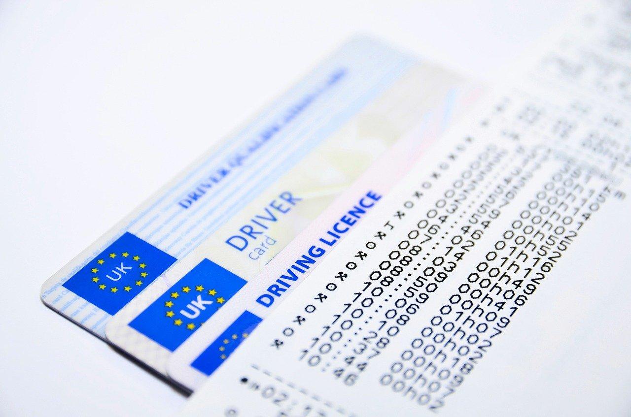 Россиянам объяснили, кто должен переоформить водительские права по новым правилам