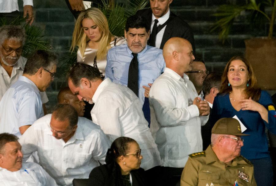 Ещё о трёх детях Марадона узнал на церемонии прощания с Фиделем Кастро. Фото © AP / TASS / Ramon Espinosa