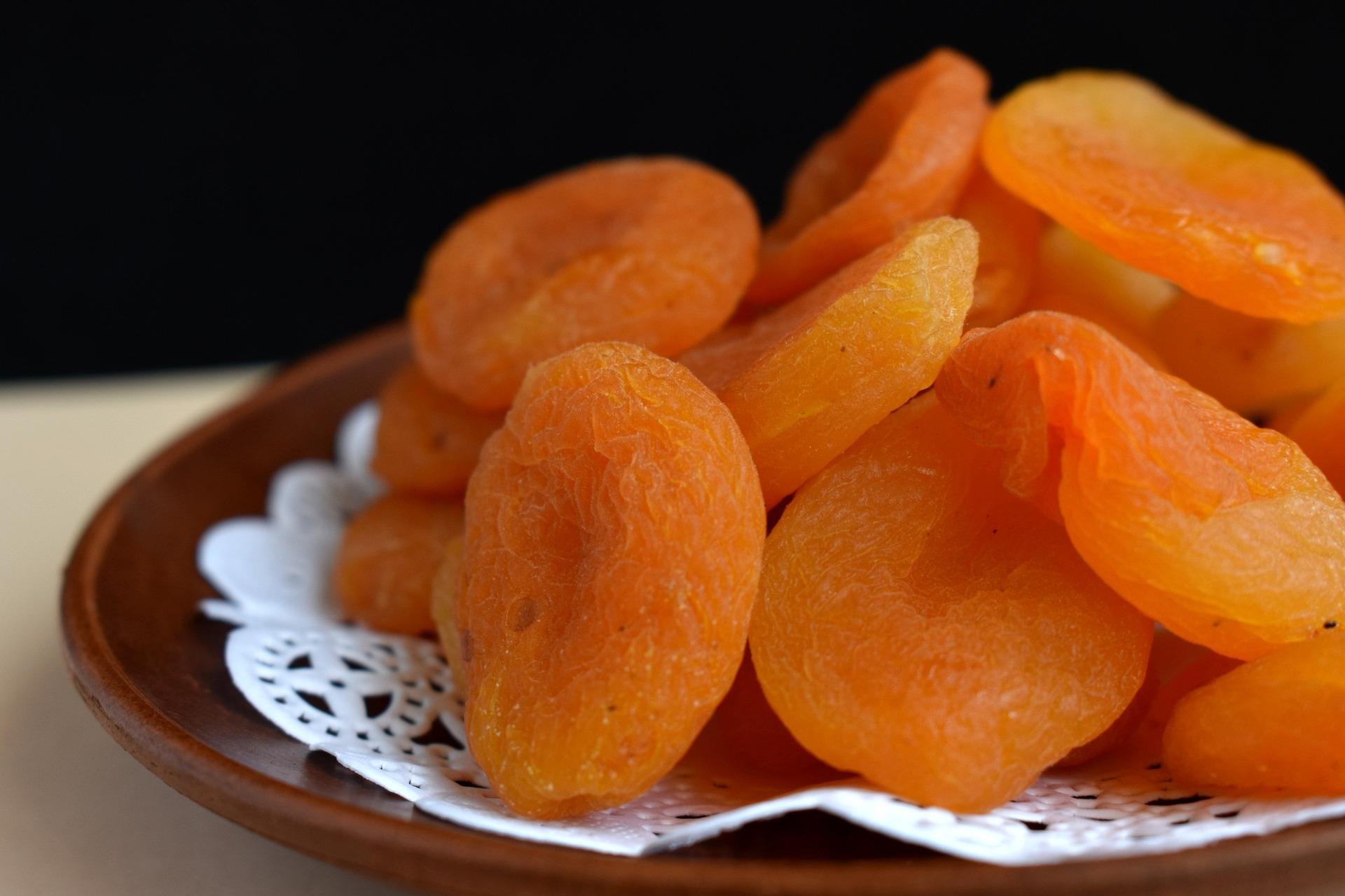Учёные сравнили пользу от свежих плодов и от сухофруктов