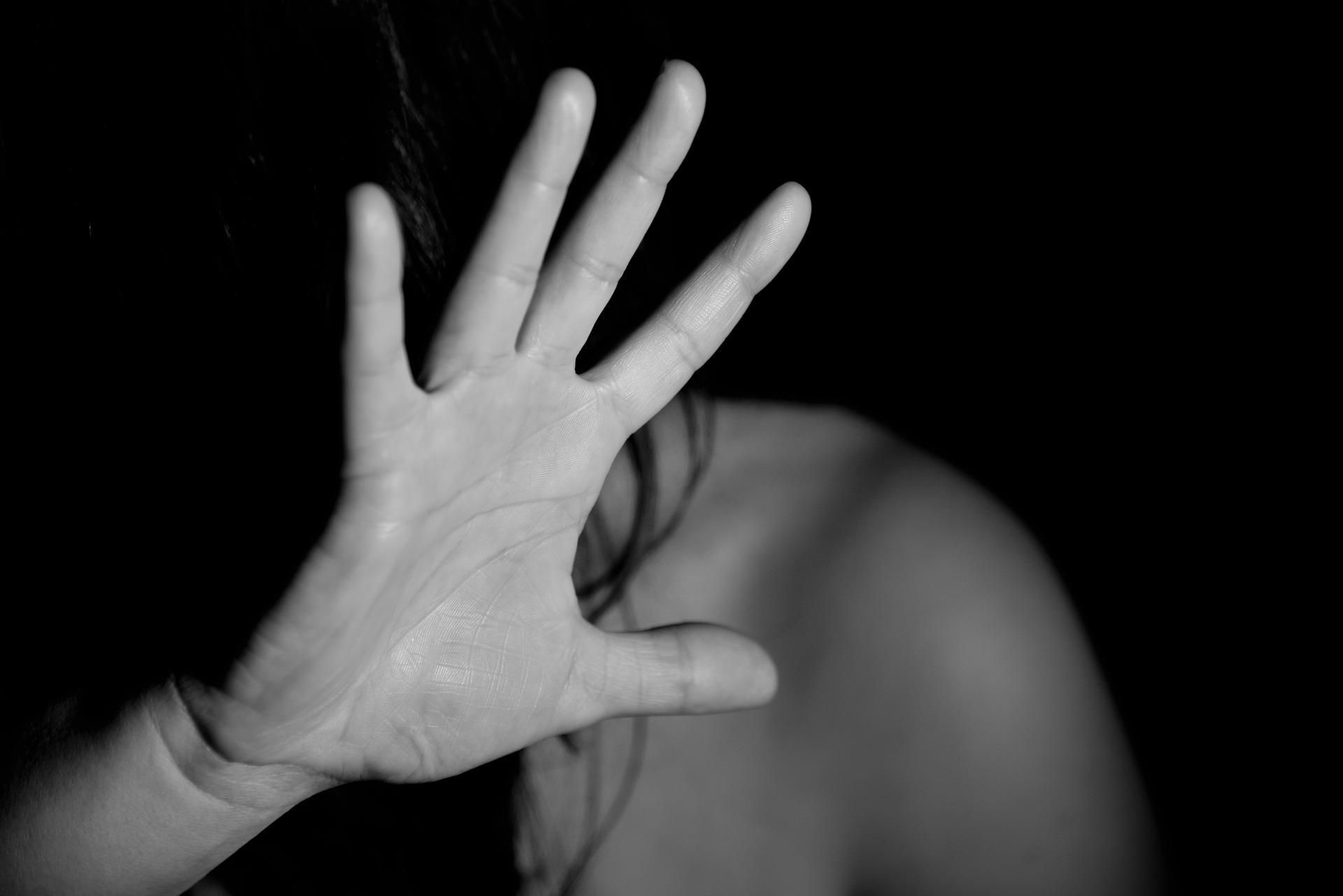 """""""Добьюсь, чтобы тебя размазали!"""" Москвичке начали угрожать из-за рассказа об изнасилованиях в приёмной семье"""