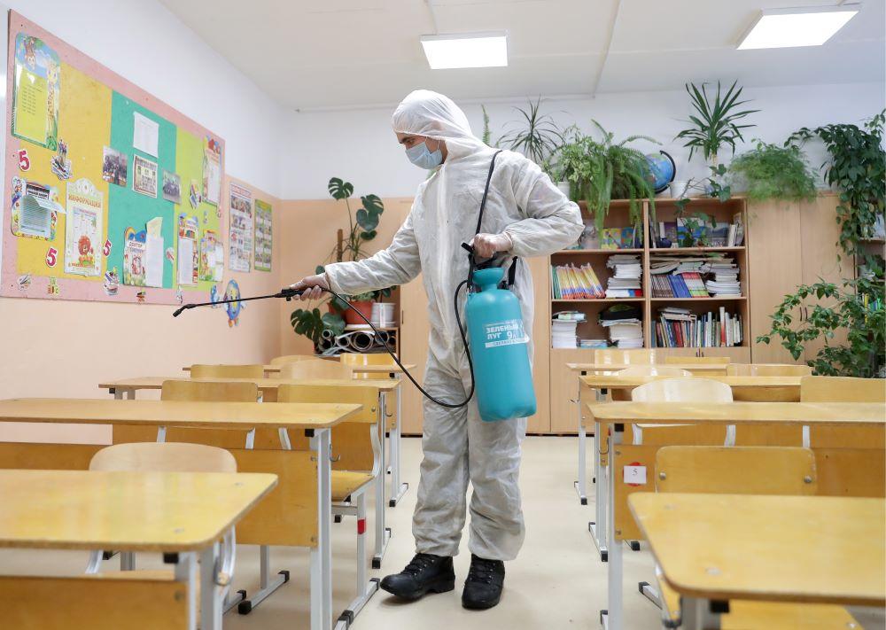 Роспотребнадзор предложил продлить меры по коронавирусу в школах ещё на год