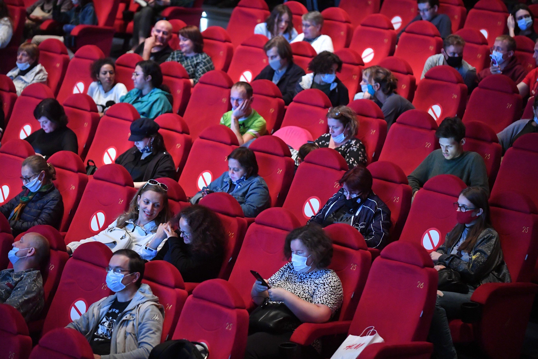 Кинотеатры в новогодние праздники увеличат количество сеансов