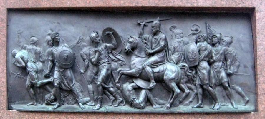 Победа народного ополчения над поляками. Барельеф с памятника Минину и Пожарскому. Фото © Wikipedia