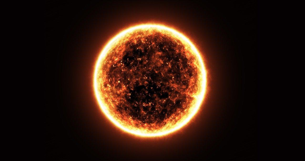На Солнце произошла самая мощная за три года вспышка. Врач рассказал, для кого такие события могут быть опасны