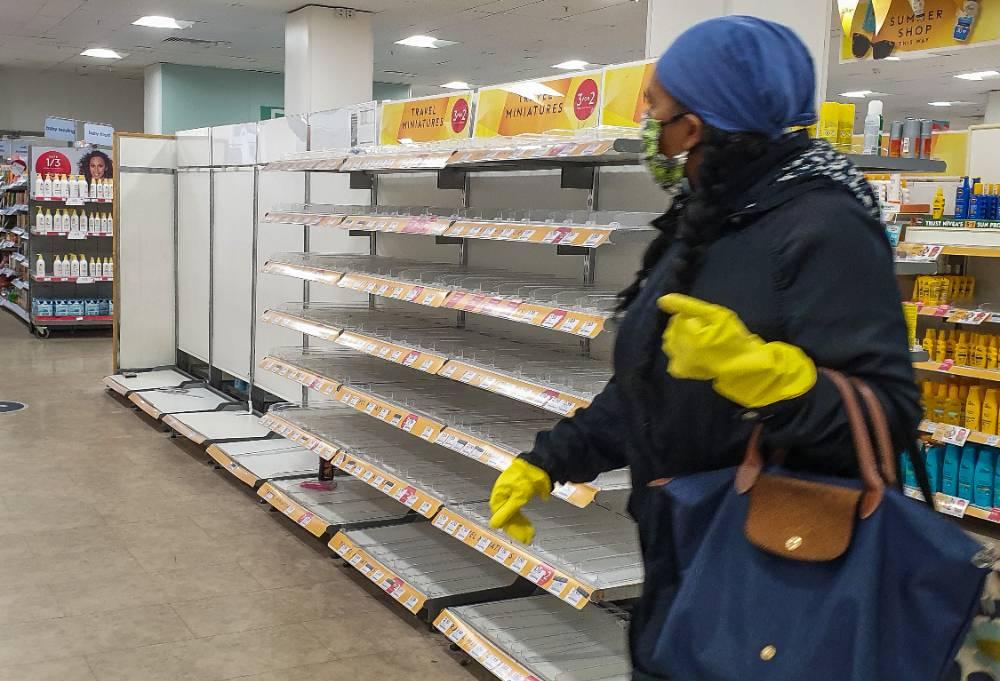 Главное — еда и лекарства. Россияне стали возвращаться к весенней модели потребления на фоне распространения коронавируса