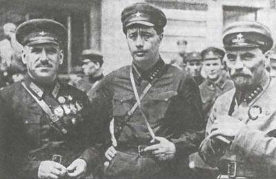 (слева направо): В.К.Блюхер, Семён Израилевич Западный (НКВД) и Терентий Дмитриевич Дерибас (НКВД) Фото ©Wikipedia