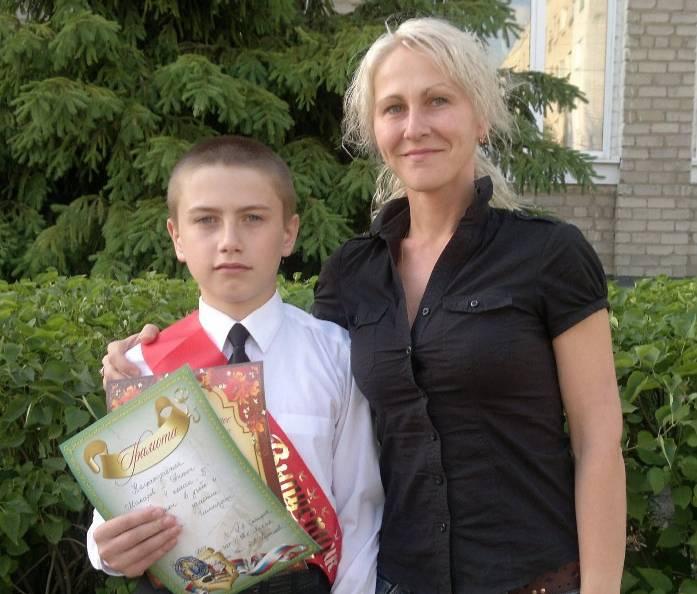 """Антон Макаров с мамой Аллой. Фото © """"ВКонтакте"""""""