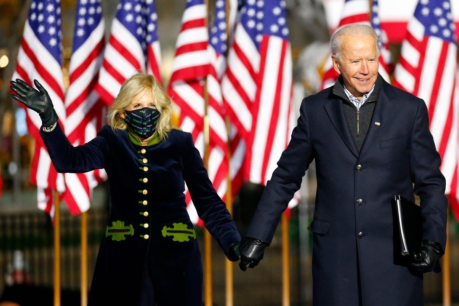 "<p>Джо Байден с женой Джилл Байден. Фото © Facebook / <a href=""https://www.facebook.com/joebiden/photos/10157666455671104"" target=""_blank"" rel=""noopener noreferrer"">Joe Biden</a></p>"