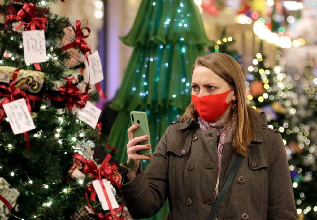 Стало известно, во сколько россиянам обойдётся покупка живой ели и новогоднего декора