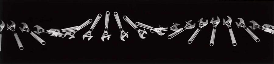 Полёт разводного ключа. Фото © Berenice Abbott