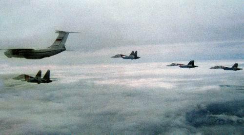 """Этот снимок самолётного строя сделал лётчик из группы """"Русские витязи"""" Владимир Ковальский за 20 минут до трагедии. Фото © Strizhi.ru"""