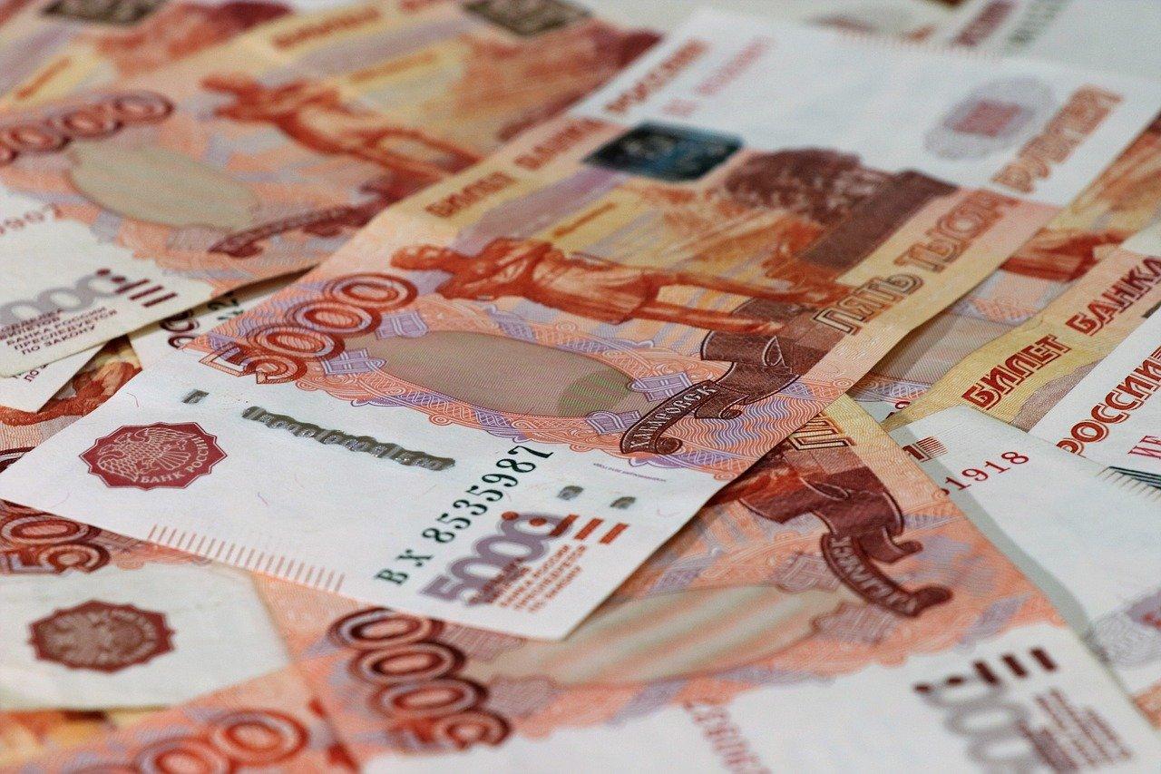 Россияне назвали неоправданно высокими зарплаты чиновников