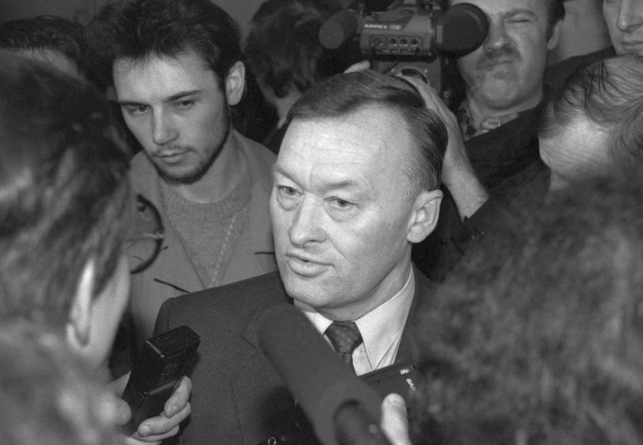 Олег Калугин (в центре). Фото © ТАСС / Морковкин Анатолий, Соколов Дмитрий