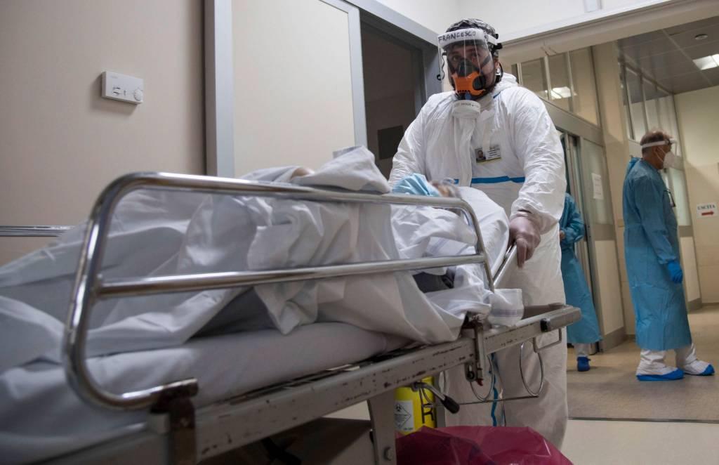 Врач объяснил, для каких пациентов с коронавирусом опасно ночное время