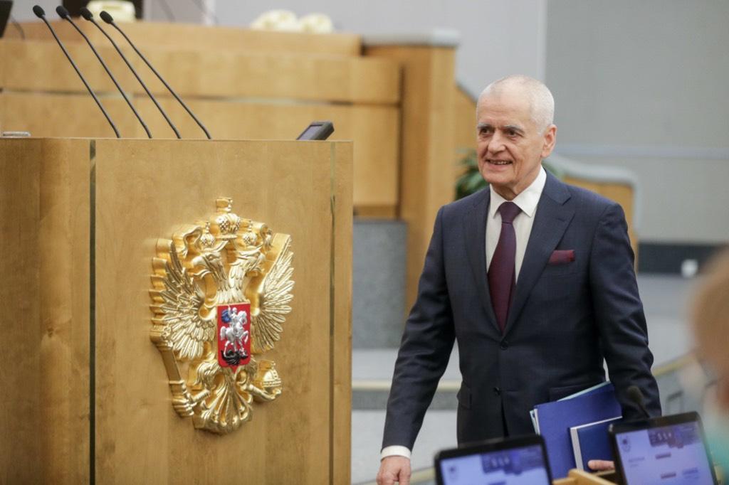 Онищенко возложил на зрителей ответственность за безмасочный концерт Басты в Петербурге