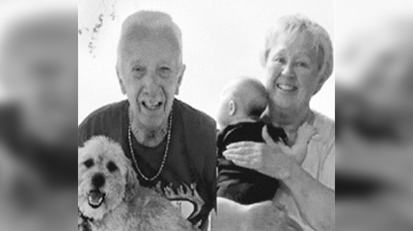 Семейная пара умерла прожила 47 лет в браке и умерла в один день от коронавируса