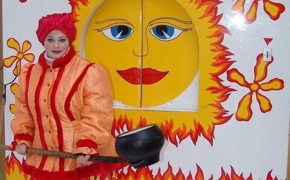 Баба Жара в резиденции Деда Мороза в Великом Устюге. Фото ©WikiDedmoroz